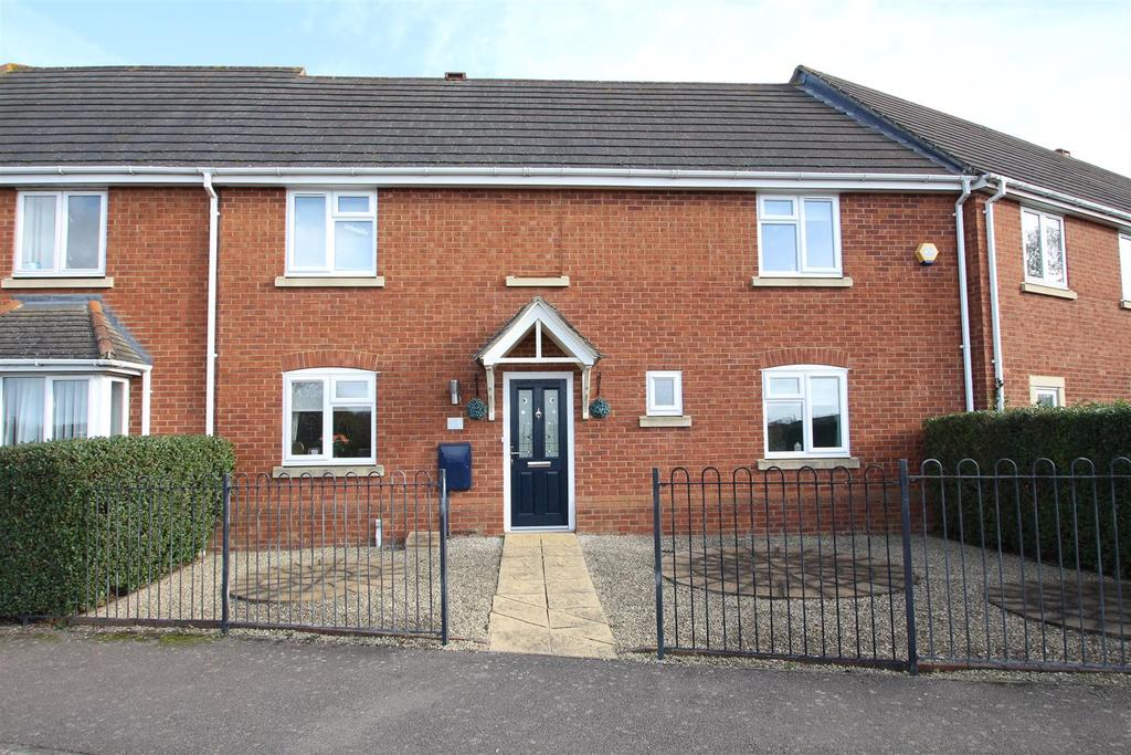 3 Bedrooms Terraced House for sale in Christchurch Grove, Wolverton, Milton Keynes