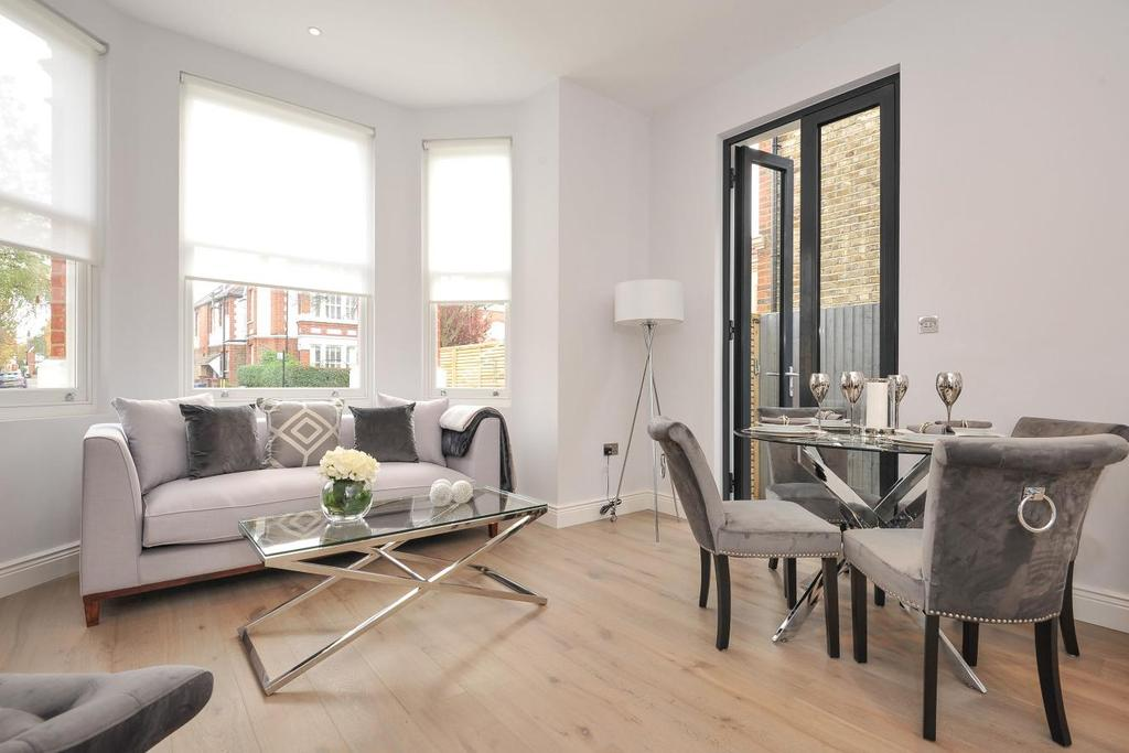 2 Bedrooms Flat for sale in Birch Grove, Ealing