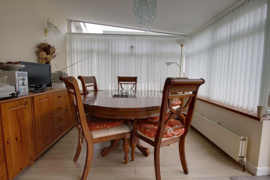 4 Bedrooms Bungalow for sale in Meadow View, Skelmanthorpe