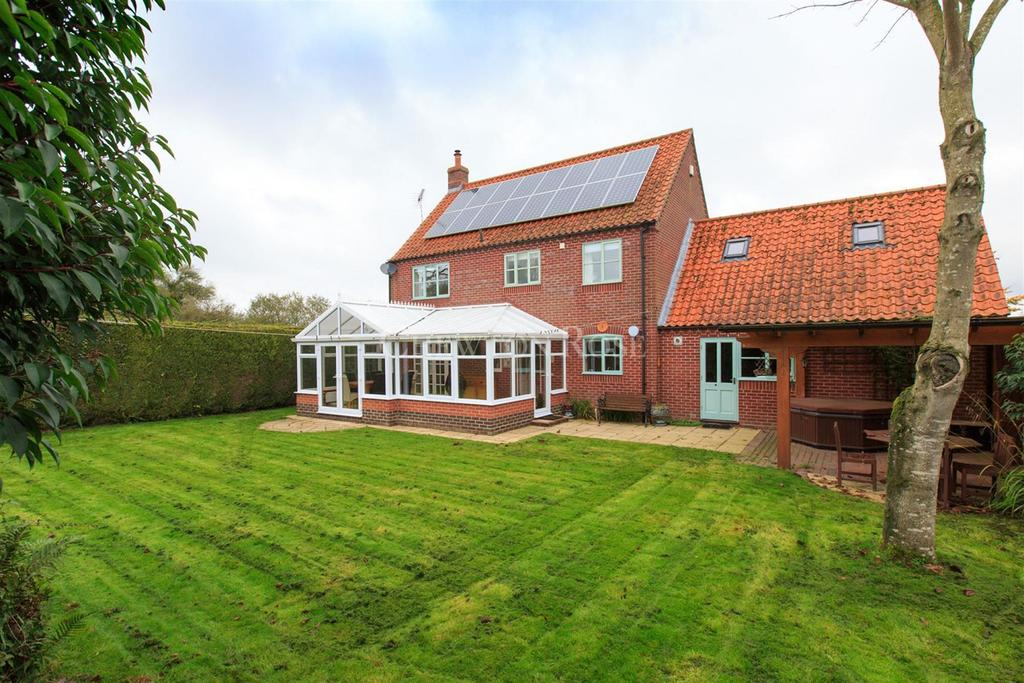 4 Bedrooms Detached House for sale in North Norfolk Town