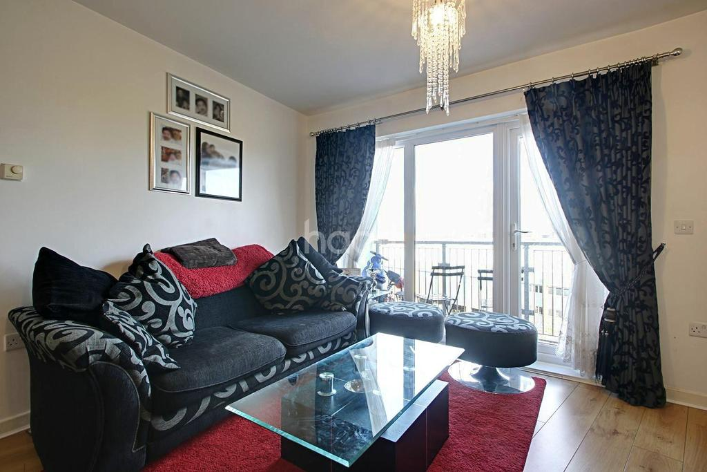 2 Bedrooms Flat for sale in Peebles Court, Whitestone Way, Croydon, CR0
