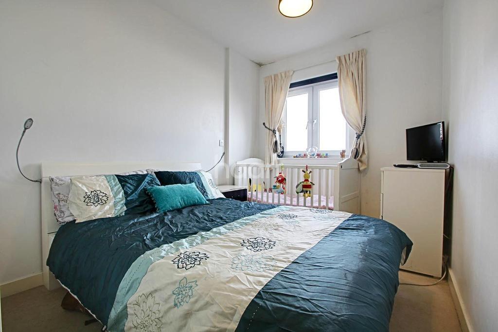 2 Bedrooms Flat for sale in Peebles Court, Whitestone Way, Croydon, CR0