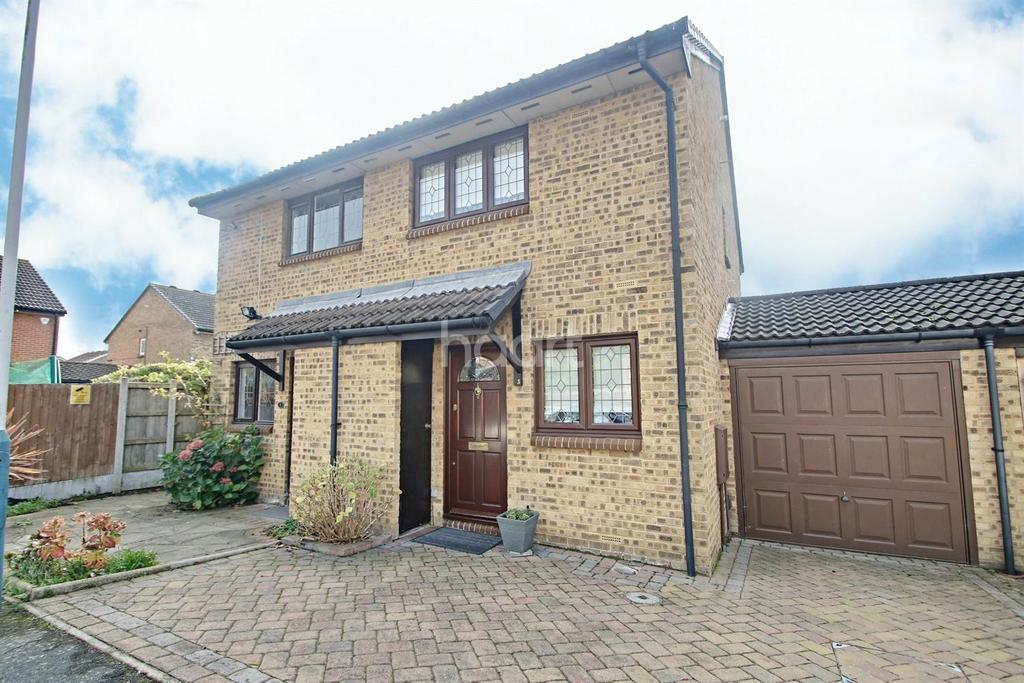 2 Bedrooms Semi Detached House for sale in Sarre Avenue