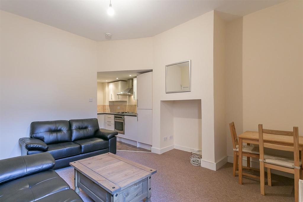 3 Bedrooms Flat for rent in Grosvenor Road, Jesmond, Newcastle upon Tyne