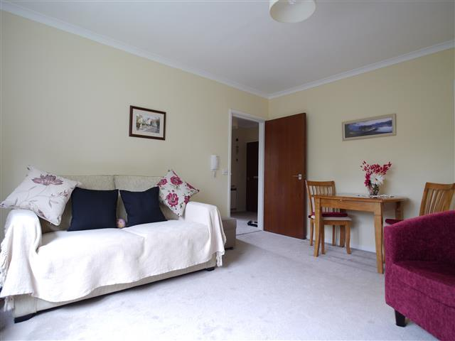 2 Bedrooms Apartment Flat for sale in Priory Court, Wellington TA21 TA21