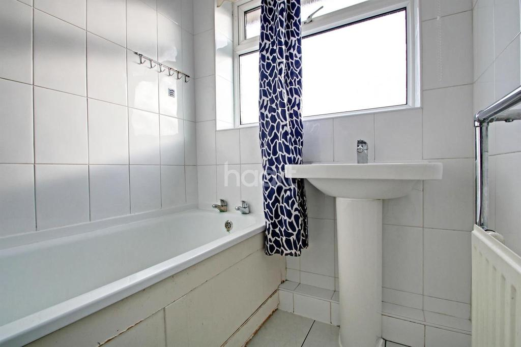 3 Bedrooms Semi Detached House for sale in Freshwell Avenue, Chadwell Heath
