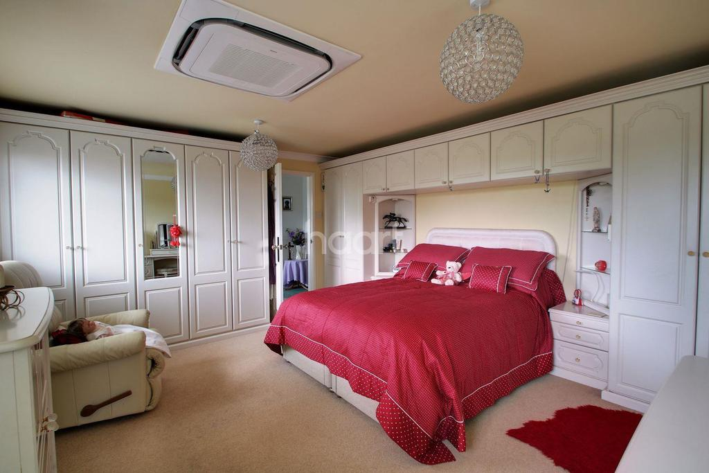 5 Bedrooms Semi Detached House for sale in Briar Close, Kennington, Ashford, TN24 9BS