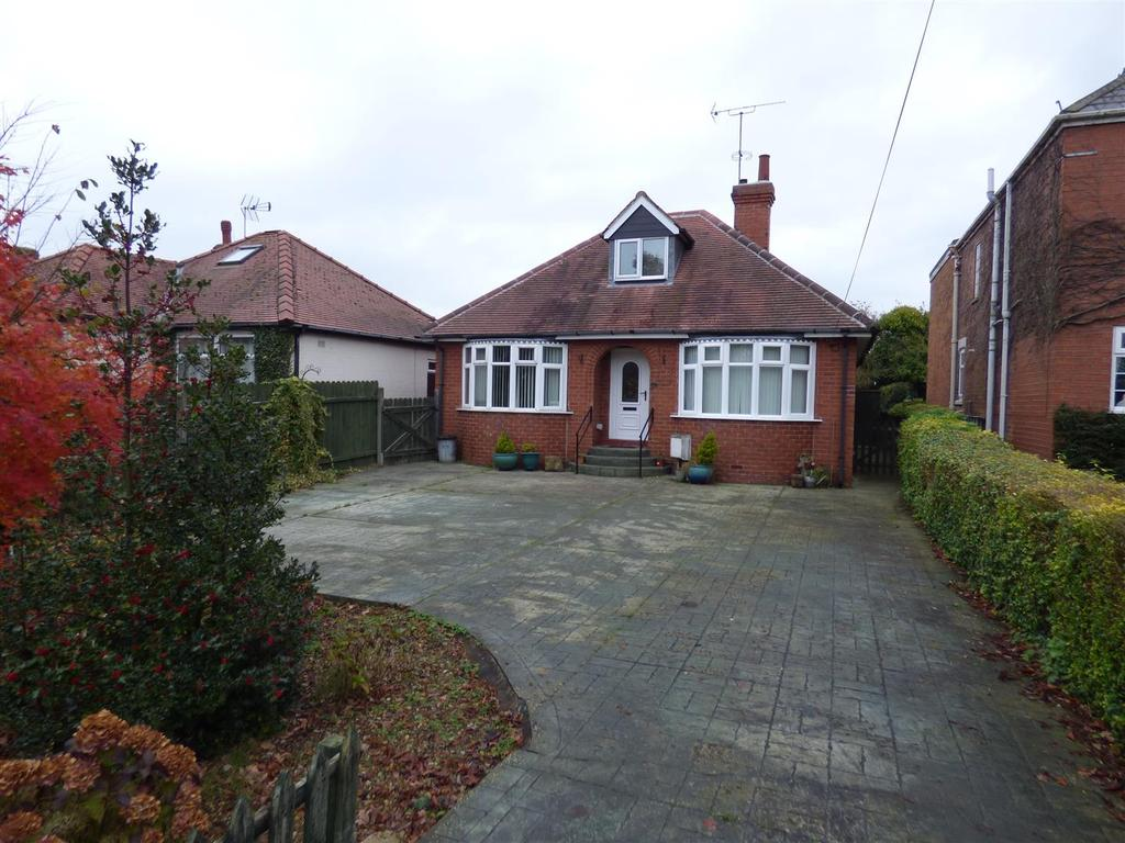 3 Bedrooms Detached Bungalow for sale in Hull Road, Beverley, East Yorkshire, HU17 0RR