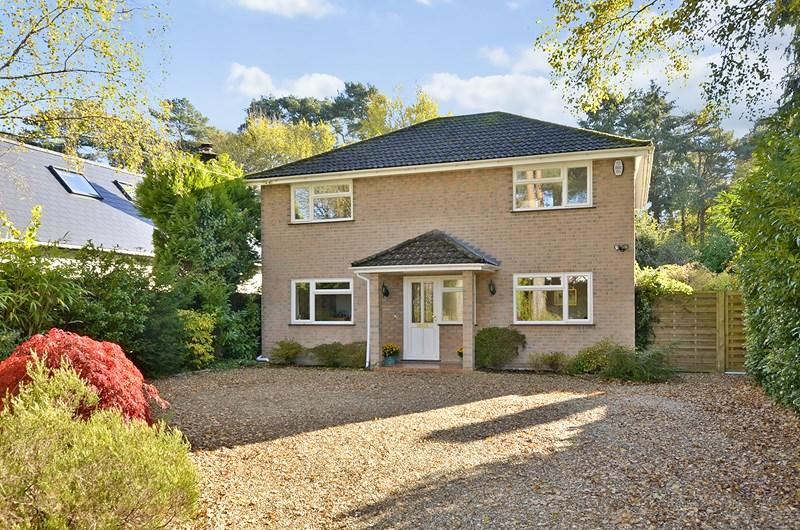 5 Bedrooms Detached House for sale in Glenwood Road, West Moors, Ferndown