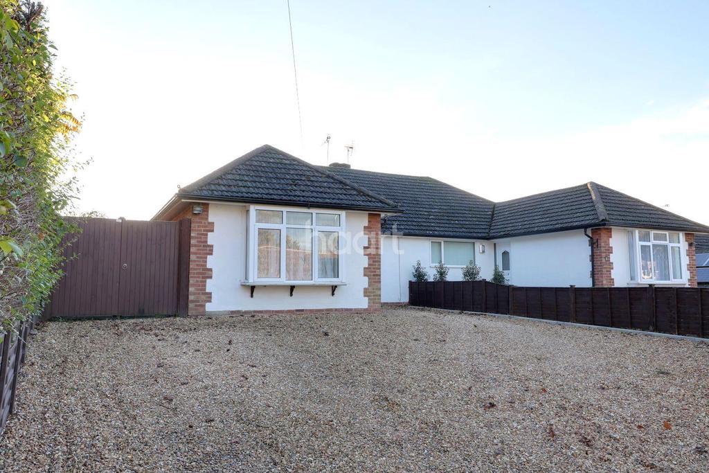 3 Bedrooms Bungalow for sale in Horndean, Bulls Copse