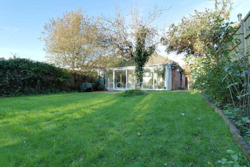 3 Bedrooms Bungalow for sale in Horndean, Bulls Copse