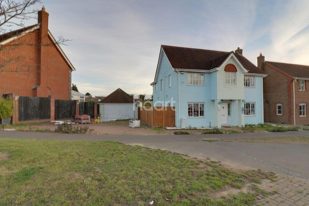 4 Bedrooms Detached House for sale in Churchfield Avenue, Stanway, CO3