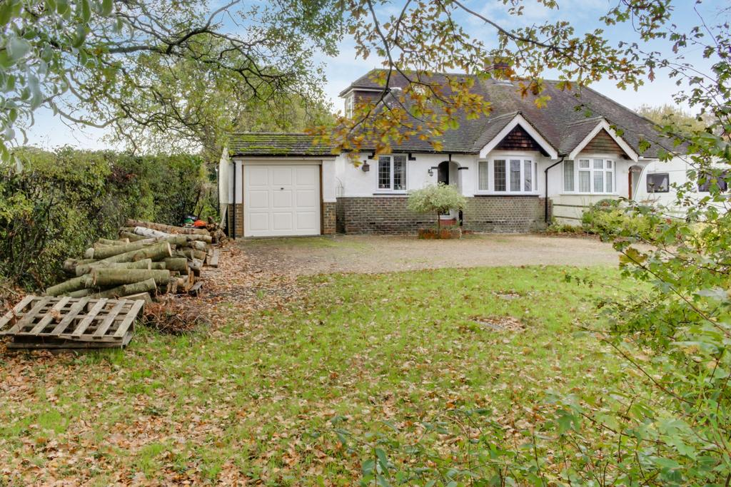 3 Bedrooms Bungalow for sale in FOREST ROAD, DENMEAD