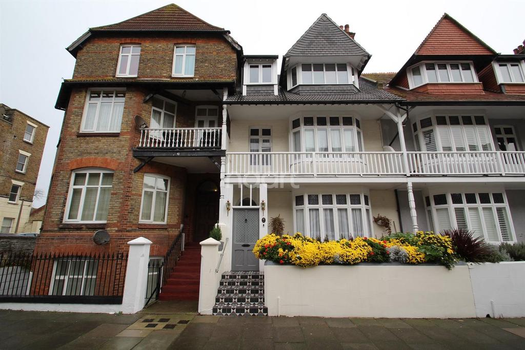 6 Bedrooms Terraced House for sale in Augusta Road, Ramsgate, CT11