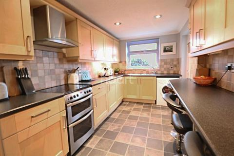 3 bedroom end of terrace house for sale - St George
