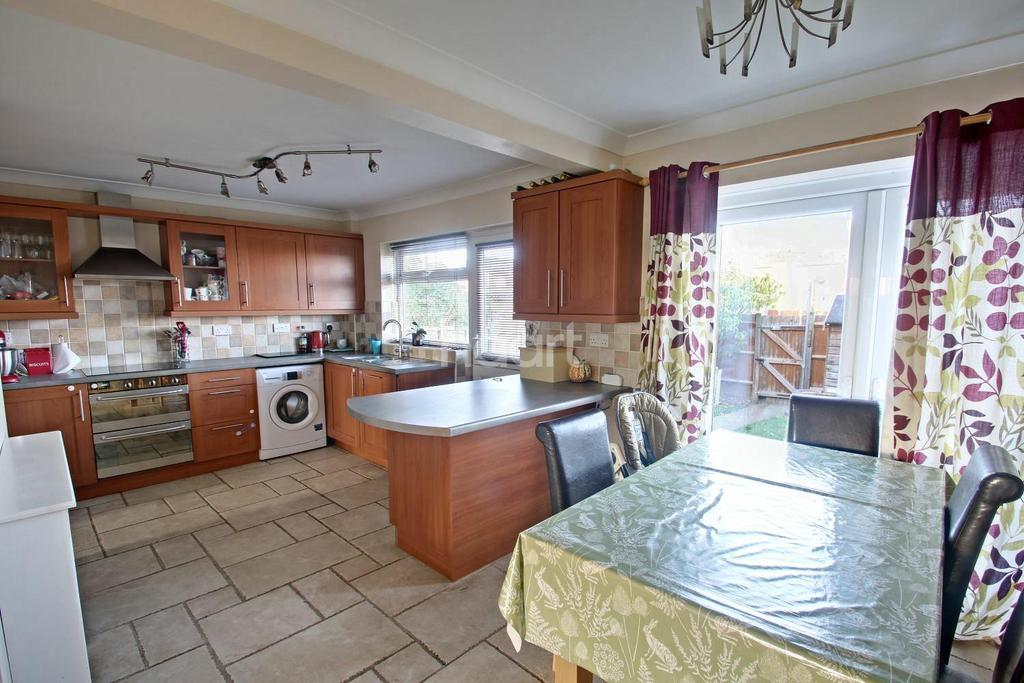 3 Bedrooms Terraced House for sale in Thatchers Lane, Cliffe, ME3