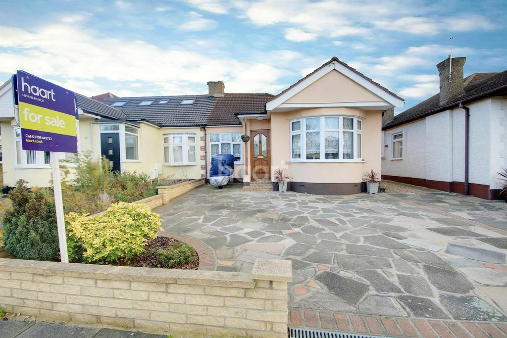 2 Bedrooms Bungalow for sale in Patricia Drive, Hornchurch