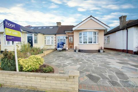 2 bedroom bungalow for sale - Patricia Drive, Hornchurch