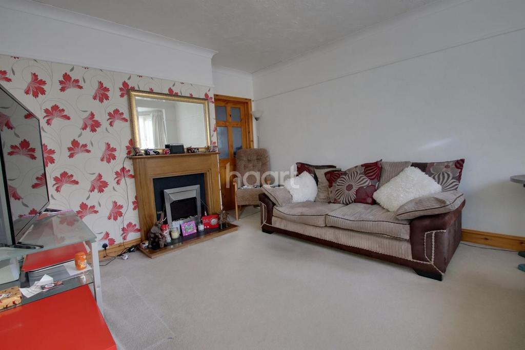 3 Bedrooms Semi Detached House for sale in Richmond Drive, Westcliff on Sea