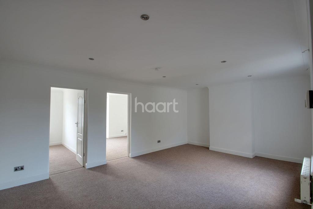 2 Bedrooms Maisonette Flat for sale in Chain Free Maisonette Close To Station