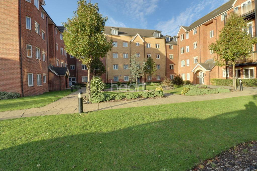 2 Bedrooms Flat for sale in Omega Court, London Road, Romford