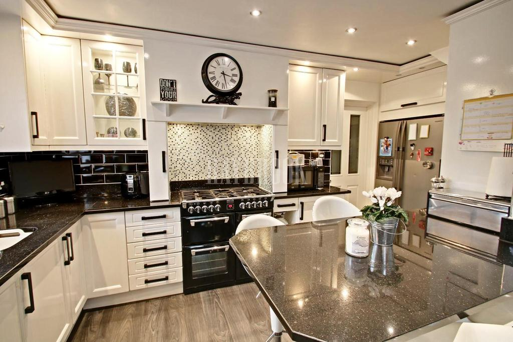 4 Bedrooms Detached House for sale in Farm View Gardens, Hackenthorpe