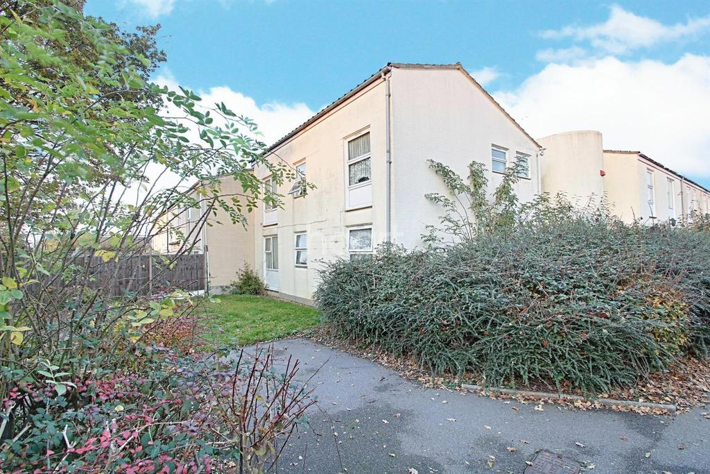 2 Bedrooms Flat for sale in Milwards, Harlow