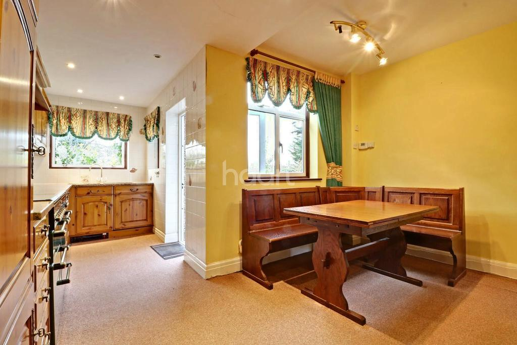 4 Bedrooms Semi Detached House for sale in Crundale Avenue, London