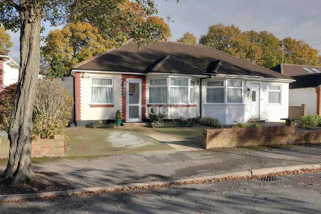 2 Bedrooms Bungalow for sale in Mount Park Road, Pinner