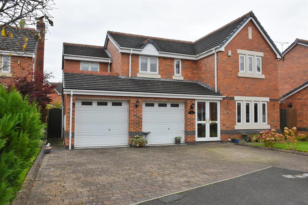 4 Bedrooms Detached House for sale in Fullerton Road, Hartford