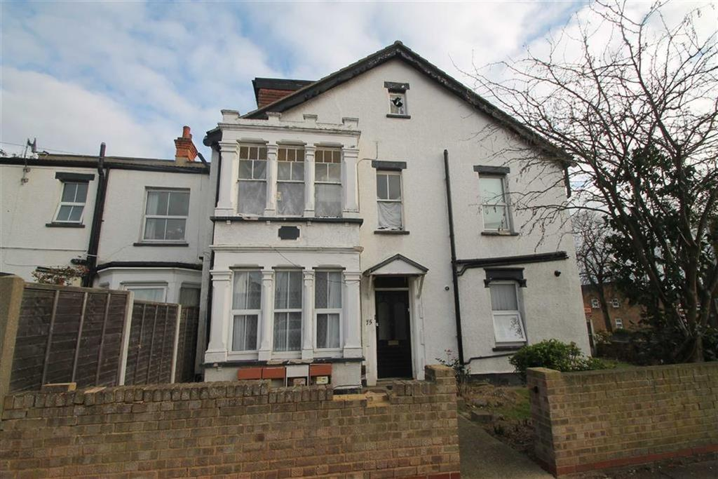 1 Bedroom Apartment Flat for sale in Woodgrange Drive, Southend On Sea, Essex