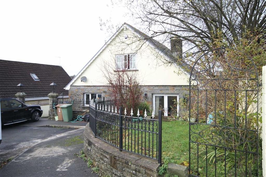 3 Bedrooms Detached Bungalow for sale in St Davids Close, Penpedairheol, CF82