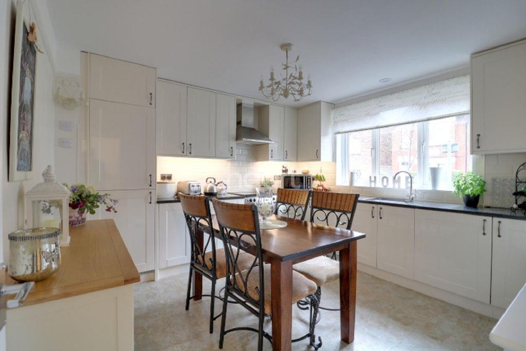 3 Bedrooms Terraced House for sale in Leyton Road, Wimbledon, SW19