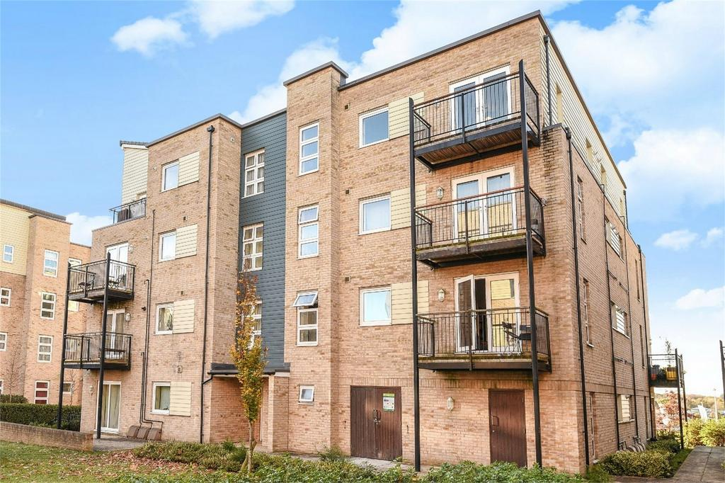 2 Bedrooms Flat for sale in Hut Farm Place, Chandler's Ford, Hampshire