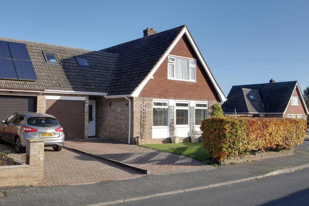 4 Bedrooms Bungalow for sale in Great Stukeley