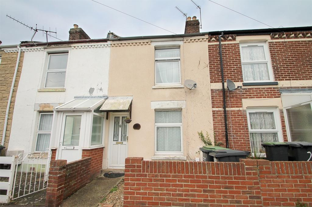 2 Bedrooms Terraced House for sale in Carnarvon Road, Gosport, Hampshire