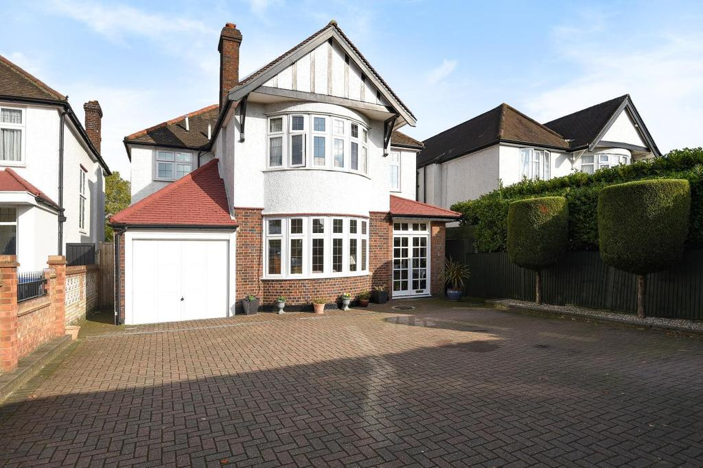 5 Bedrooms Detached House for sale in Chase Side, Southgate