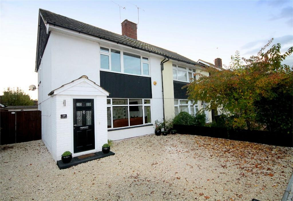 3 Bedrooms Semi Detached House for sale in Muncaster Road, Ashford, Surrey