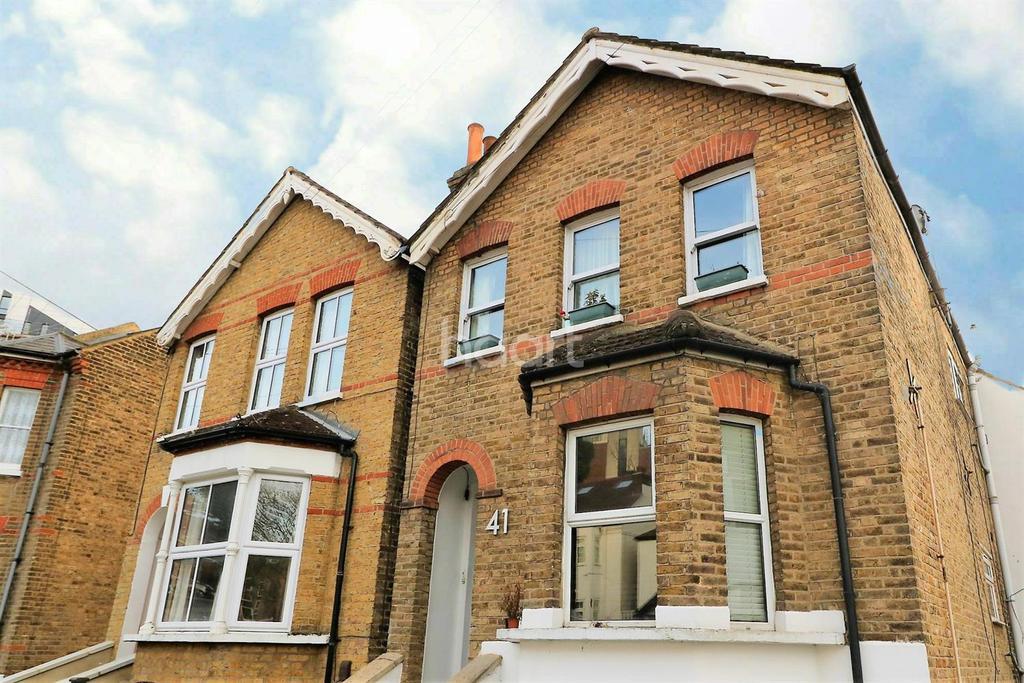 2 Bedrooms Flat for sale in Ravensbourne Road, Bromley