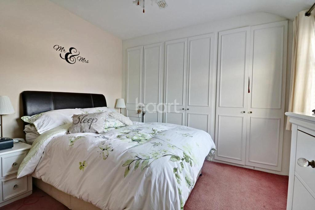 3 Bedrooms Semi Detached House for sale in Ashford, Middlesex