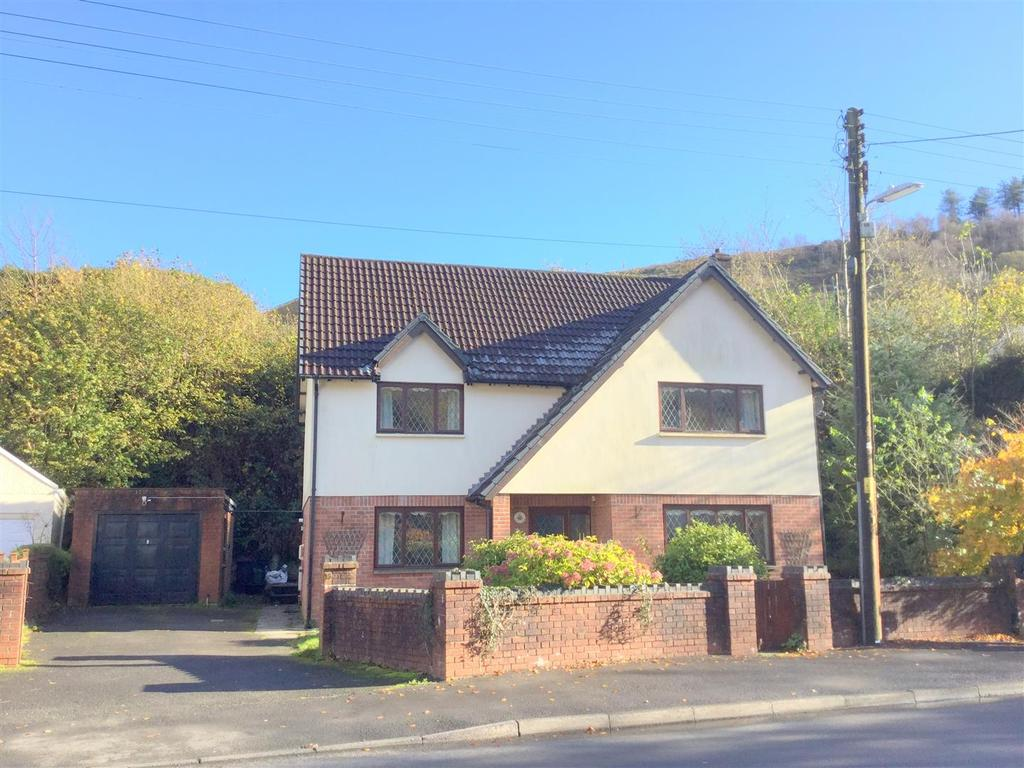 3 Bedrooms Detached House for sale in Efail Fach, Pontrhydyfen, Port Talbot