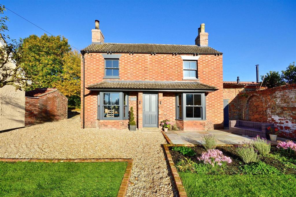 3 Bedrooms Detached House for sale in Apple Tree Cottage, Tealby, Market Rasen
