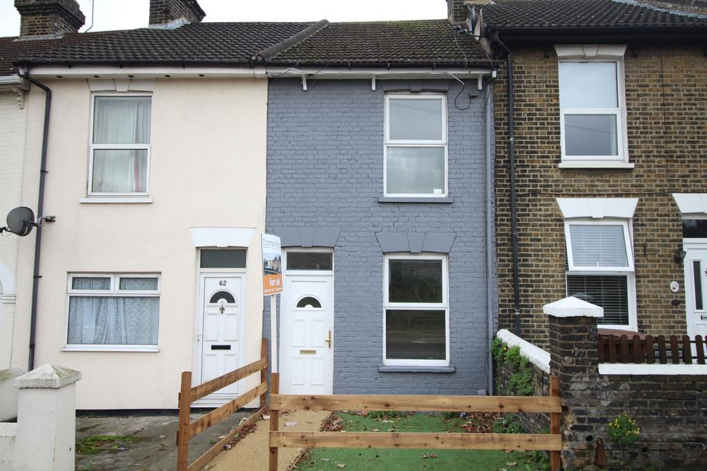 3 Bedrooms Terraced House for sale in Station Road Strood ME2