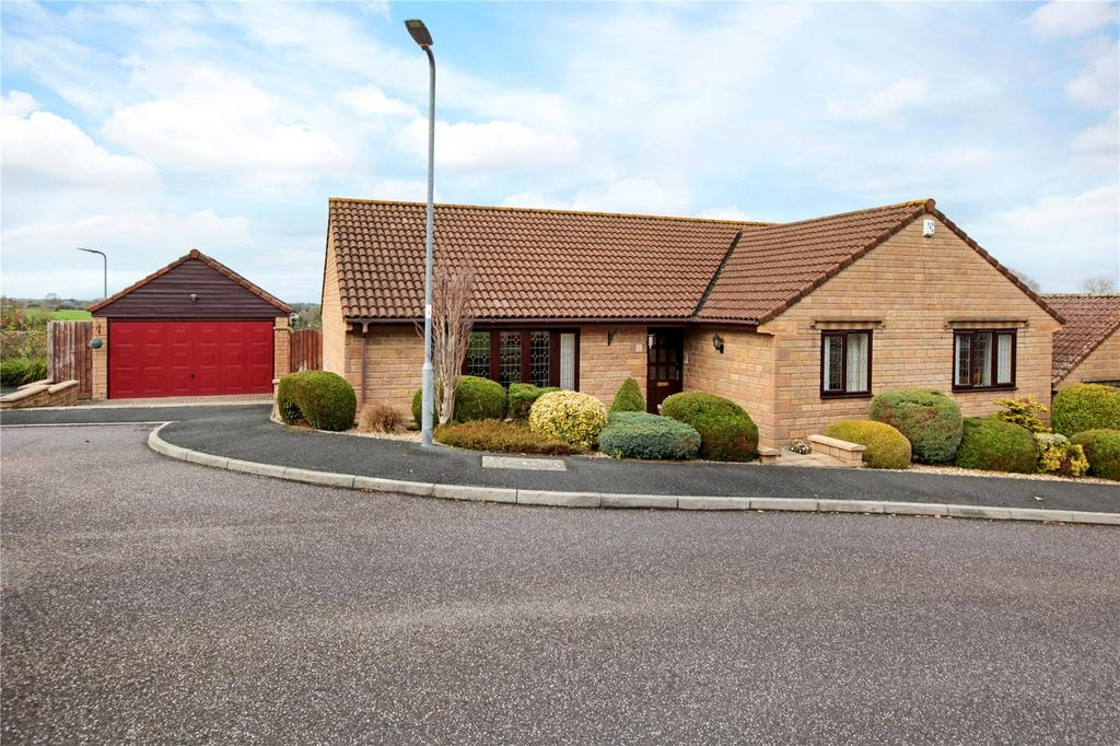 3 Bedrooms Detached Bungalow for sale in Windmill Rise, Crewkerne, Somerset