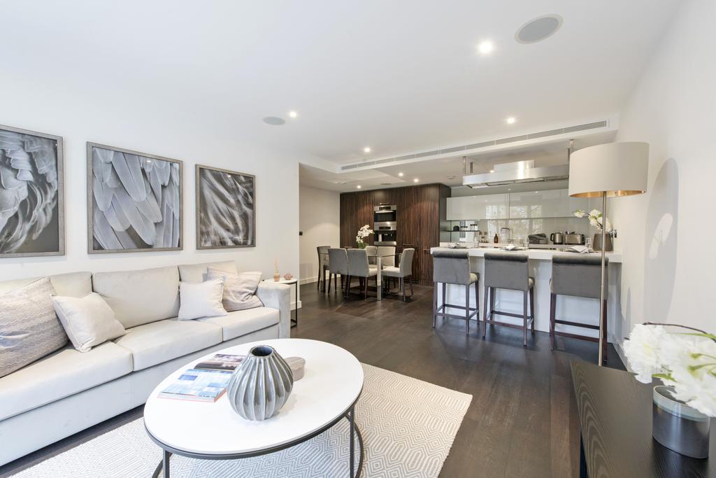 3 Bedrooms Flat for sale in Gatliff Road, SW1W