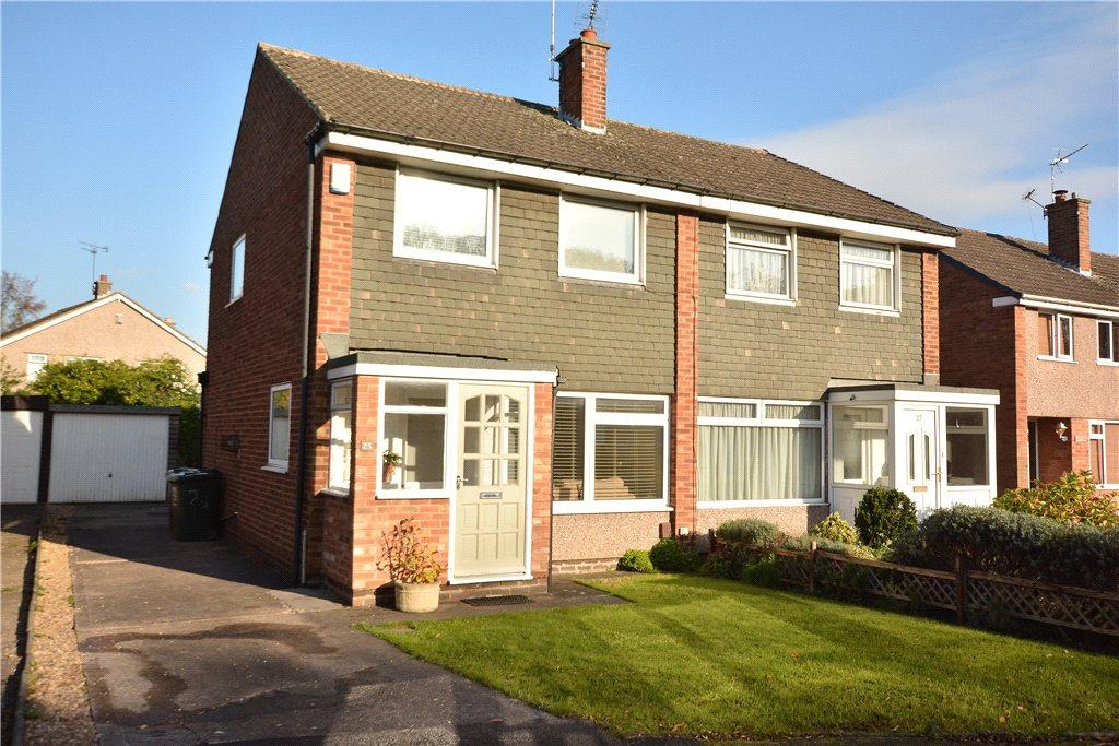 3 Bedrooms Semi Detached House for sale in Longwood Close, Leeds, West Yorkshire
