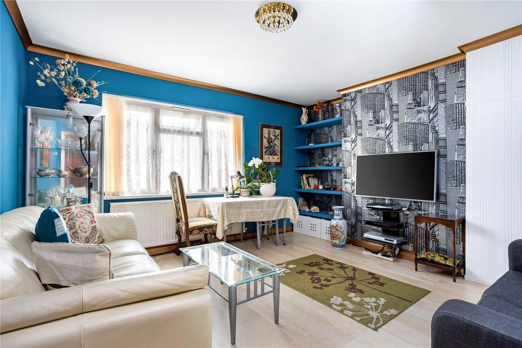 3 Bedrooms Maisonette Flat for sale in Ridgwell Road, Newham, London, E16