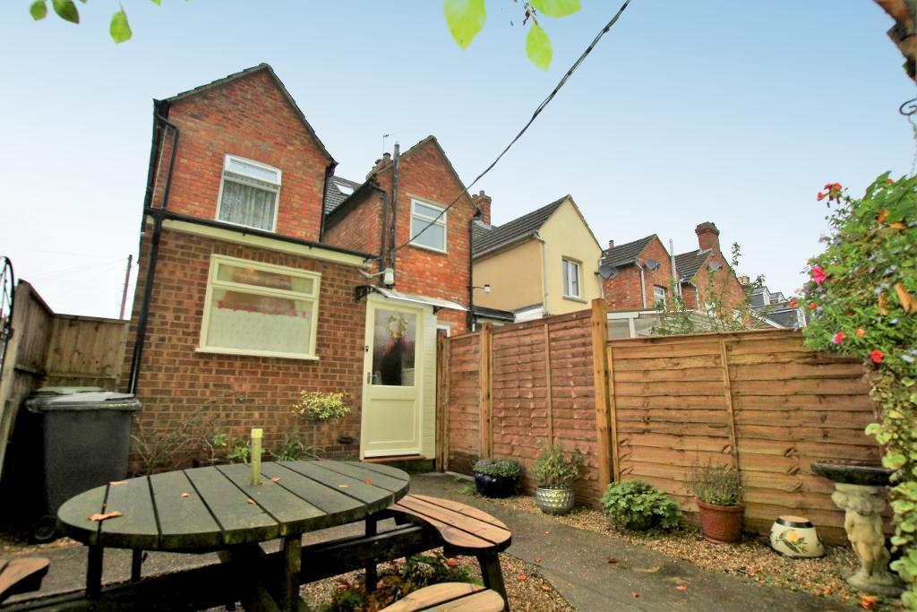 3 Bedrooms End Of Terrace House for sale in Arthur Street, Ampthill, Beds, MK45 2QQ