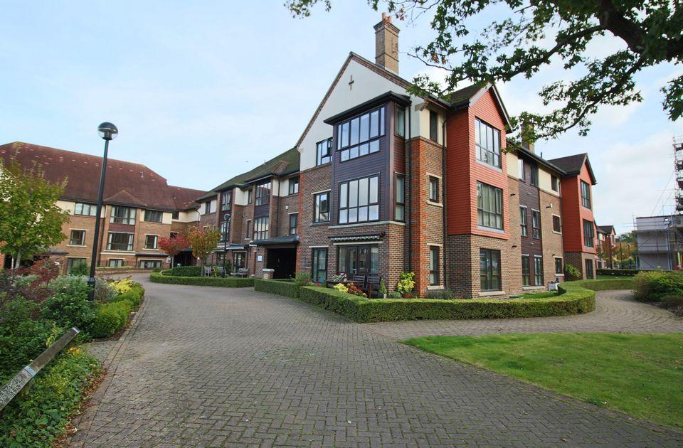 2 Bedrooms Retirement Property for sale in Oakview Court, St Georges Park, Ditchling Common, West Sussex.