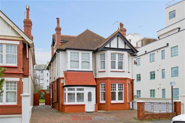 4 Bedrooms Detached House for sale in Vallance Gardens, Hove
